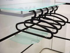 Holder for glas hylde eller til ophæng af stangtøj type nr 1014, D32xB87cm. Ved at montere runde afstandsrør på holder kan den både bruges med glas hylde og til ophængning af tøj