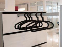 Stang inkl. to fittings type nr.1015-SB for montering på plader for stangtøj eller glas hylde, længde 104cm