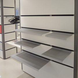 Metal hylde type nr. 1007-70 og 1008-70. Bredden på begge hylder er 70cm, men dybderne er henholdsvis 38cm og 26cm