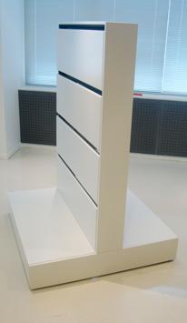 Podie til gulvstativ enkel eller dobbelsidet opstilling, her højt podie 1105/GH-104. Fås også i bredden 52cm, 1105/GH-52.