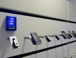 Varesikringsarm, skrå type nr 1406/S til mobiltelefon, mp3 og navigation. Elektronisk alarmsikring er fra Sensorline - www.sensorline.dk