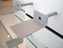 Type nr 1406/VVV fås i farverne lys grå metallic eller hvid